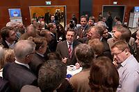 18 NOV 2003, BOCHUM/GERMANY:<br /> Gerhard Schroeder, SPD, Bundeskanzler, in Gespraech mit Journalisten im Pressezentrum, SPD Bundesparteitag, Ruhr-Congress-Zentrum<br /> IMAGE: 20031118-01-047<br /> KEYWORDS: Parteitag, party congress, SPD-Bundesparteitag, Gerhard Schröder, Journalist,