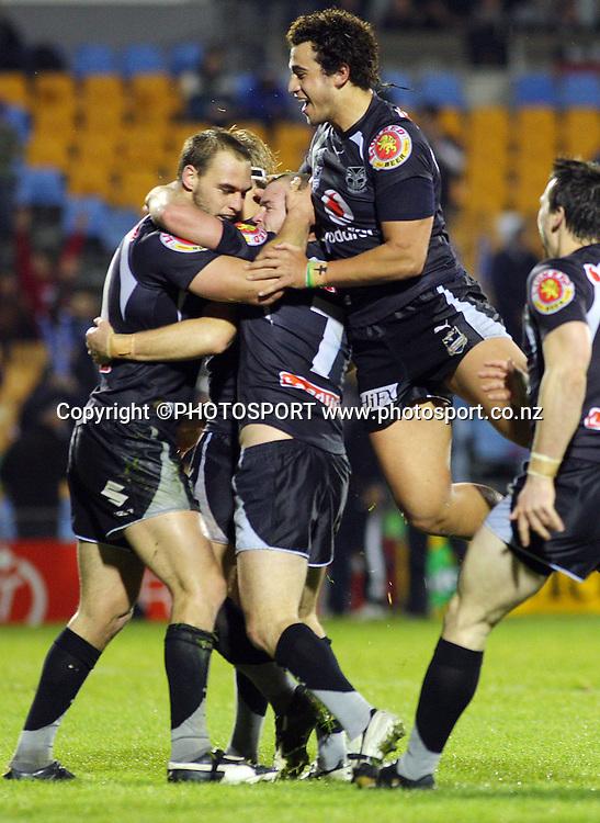 Ben Matulino celebrates Simon Mannerings try.<br />NRL, Vodafone Warriors v North Queensland Cowboys, Mt Smart Stadium, Auckland, Saturday 12 July 2008. Photo: Andrew Cornaga/PHOTOSPORT