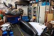De werkplaats van het HPT. In september wil het Human Power Team Delft en Amsterdam, dat bestaat uit studenten van de TU Delft en de VU Amsterdam, tijdens de World Human Powered Speed Challenge in Nevada een poging doen het wereldrecord snelfietsen voor vrouwen te verbreken met de VeloX 9, een gestroomlijnde ligfiets. Het record is met 121,81 km/h sinds 2010 in handen van de Francaise Barbara Buatois. De Canadees Todd Reichert is de snelste man met 144,17 km/h sinds 2016.<br /> <br /> With the VeloX 9, a special recumbent bike, the Human Power Team Delft and Amsterdam, consisting of students of the TU Delft and the VU Amsterdam, also wants to set a new woman's world record cycling in September at the World Human Powered Speed Challenge in Nevada. The current speed record is 121,81 km/h, set in 2010 by Barbara Buatois. The fastest man is Todd Reichert with 144,17 km/h.