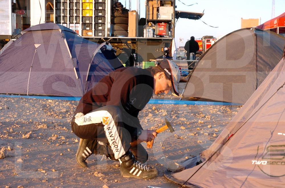 Really Lissabon-Dakar 2006:..Ellen Lohr..nummer: 320..fotografie frank uijlenbroek©2006 frank uijlenbroek..
