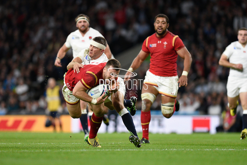 Wales scrum half Gareth Davies scores his team's first try during the Rugby World Cup Pool A match between England and Wales at Twickenham, Richmond, United Kingdom on 26 September 2015. Photo by David Charbit.
