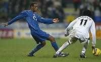 Fotball<br /> England 2004/22005<br /> Foto: SBI/Digitalsport<br /> NORWAY ONLY<br /> <br /> Arsenal v Bolton<br /> Barclays Premiership. 15/01/2005. <br /> <br /> Justin Hoyte of Arsenal is shadowed by Ricardo Gardener of Bolton Wanderers.