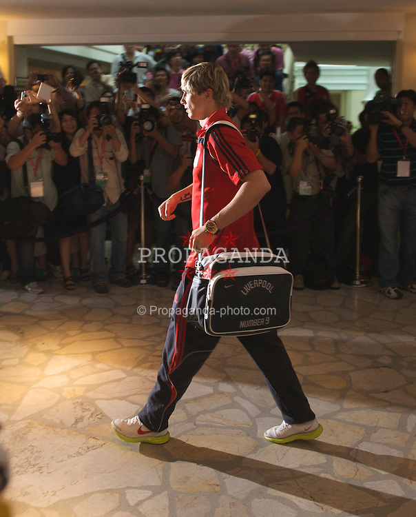 BANGKOK, THAILAND - Monday, July 20, 2009: Liverpool's Fernando Torres arrives at the the Grant Hyatt Erawan Hotel as the team start their preseason tour of Asia. (Pic by David Rawcliffe/Propaganda)