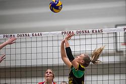 17-03-2018 NED: Prima Donna Kaas Huizen - VC Sneek, Huizen<br /> PDK verliest kansloos met 3-0 van Sneek / Yara van Keeken #2 of PDK Huizen