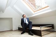Brussel 12 september 2013 Br(ik opent nieuwe Br(ikHuis Wolvengracht  in aanwezigheid van minister Pascal Smet, in de Vlaamse regering bevoegd voor Brussel. rondleiding aan Wolvengracht 23-25 te 1000 Brussel.Smet test een bed.