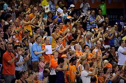 09-07-2010 VOLLEYBAL: WLV NEDERLAND - ZUID KOREA: EINDHOVEN<br /> Nederland verslaat Zuid Korea met 3-1 / Support Oranje publiek<br /> ©2010-WWW.FOTOHOOGENDOORN.NL