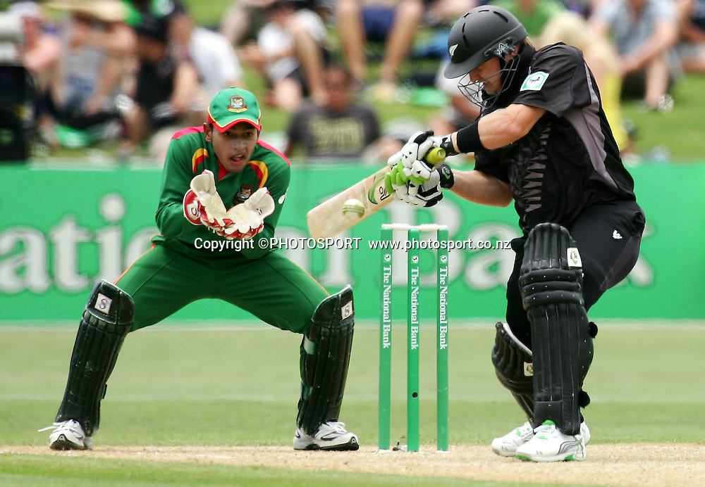 Scott Styris plays a shot. New Zealand v Bangladesh, 2nd ODI, McLean Park, Napier, New Zealand. Friday 28 December 2007. Photo: John Cowpland/PHOTOSPORT