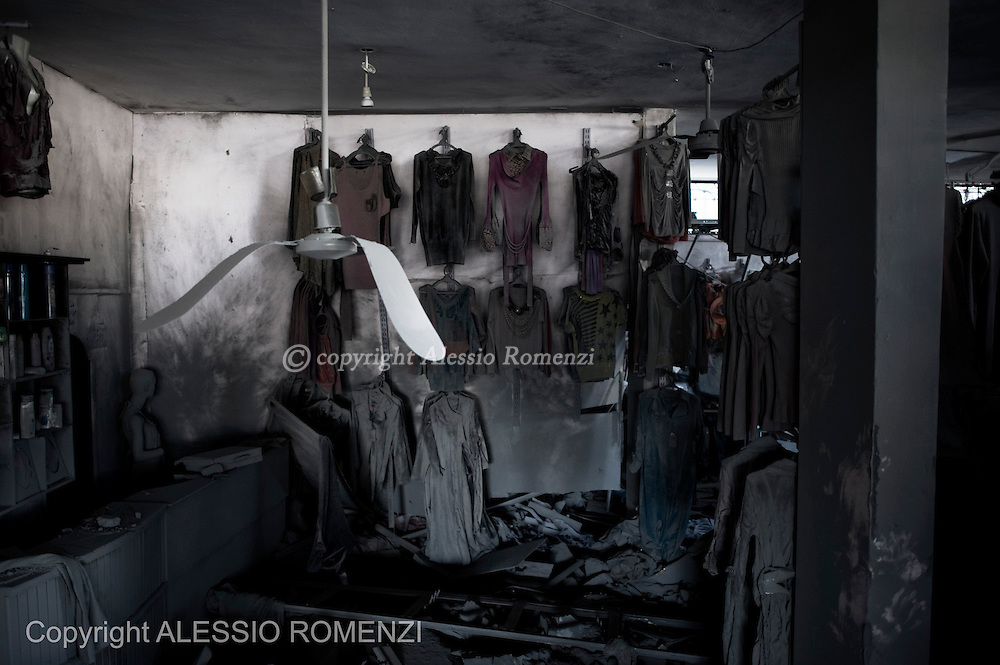 Gaza City: Sand invaded a shop that was nearby a house destroyed by an overnight Israeli air strikes on the village of Beit Lahia in the northern Gaza Strip . November 18, 2012. ALESSIO ROMENZI
