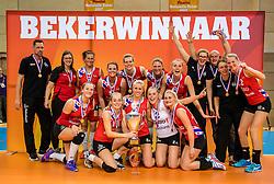 19-02-2017 NED: Bekerfinale Sliedrecht Sport - VC Sneek, Zwolle<br /> In een uitverkochte Lanstede Topsporthal wint Sneek met 3-1 van Sliedrecht Sport / VC Sneek met de beker