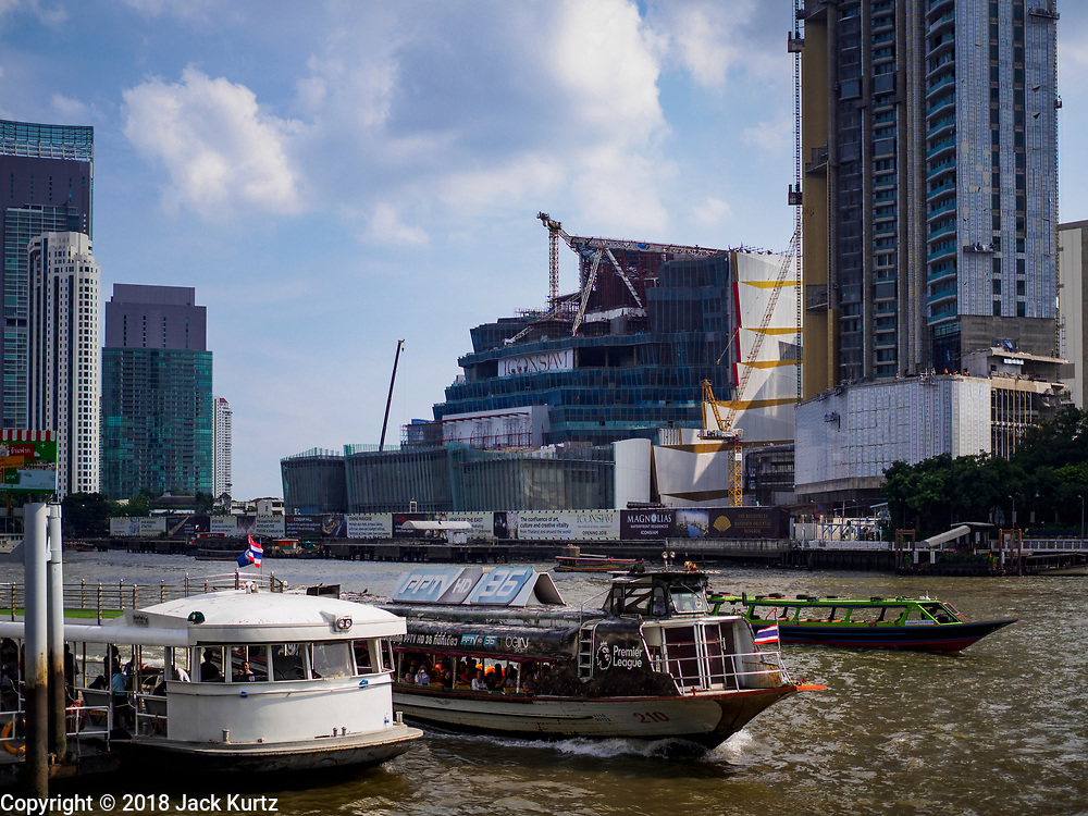 29 JUNE 2018 - BANGKOK, THAILAND: The Chao Phraya River near River City in Bangkok. Across the river is the Icon Siam retail development.      PHOTO BY JACK KURTZ