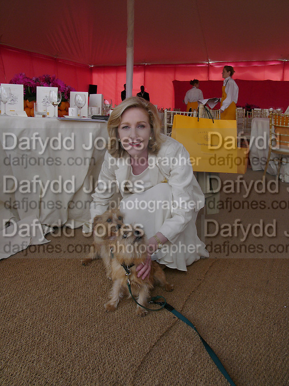 Patricia Hodge  with Clicquot and Tattinger, Veuve Clicquot gold Cup, Polo at Cowdray, 18 July 2004. SUPPLIED FOR ONE-TIME USE ONLY> DO NOT ARCHIVE. © Copyright Photograph by Dafydd Jones 66 Stockwell Park Rd. London SW9 0DA Tel 020 7733 0108 www.dafjones.com