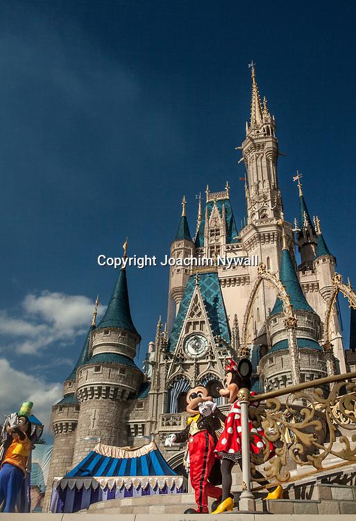 20151116 Orlando Florida USA <br /> Magic Kingdom Disneyworld<br /> Show framf&ouml;r Askungens slott<br /> <br /> <br /> FOTO : JOACHIM NYWALL KOD 0708840825_1<br /> COPYRIGHT JOACHIM NYWALL<br /> <br /> ***BETALBILD***<br /> Redovisas till <br /> NYWALL MEDIA AB<br /> Strandgatan 30<br /> 461 31 Trollh&auml;ttan<br /> Prislista enl BLF , om inget annat avtalas.