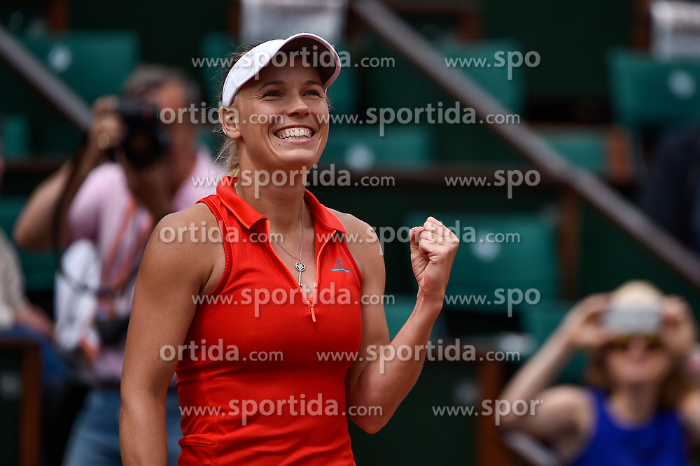 04.06.2017, Roland Garros, Paris, FRA, WTA Tour, French Open, im Bild Caroline Wozniacki (DEN) // Caroline Wozniacki (DEN) during the French Open Tournament of the WTA Tour at the Roland Garros in Paris, France on 2017/06/04. EXPA Pictures © 2017, PhotoCredit: EXPA/ Vianney Thibaut