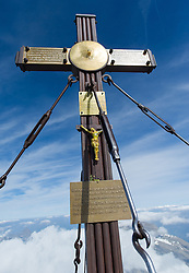 THEMENBILD - Der Großglockner ist mit 3798 m ü.A. der höchste Berg Österreichs und ein beliebtes Ziel zahlreicher Bergsteiger. Er befindet sich in der Glocknergruppe in den Hohen Tauern. Aufgenommen am Samstag den 01.10.2016 in Tirol / Kärnten, Österreich // Grossglockner (3798 m) is the highest mountain of austria and is located in the Hohe Tauern mountain range which is part of the central eastern alps. Tyrol / Carinthia, Austria on 2016/10/01. EXPA Pictures © 2016, PhotoCredit: EXPA/ Michael Gruber