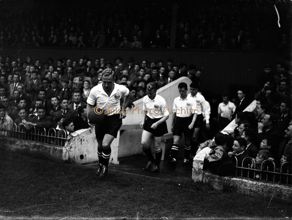 19/09/1956<br /> 09/19/1956 <br /> 19 August 1956<br /> League of Ireland v English League at Dalymount Park, Dublin. The English team.