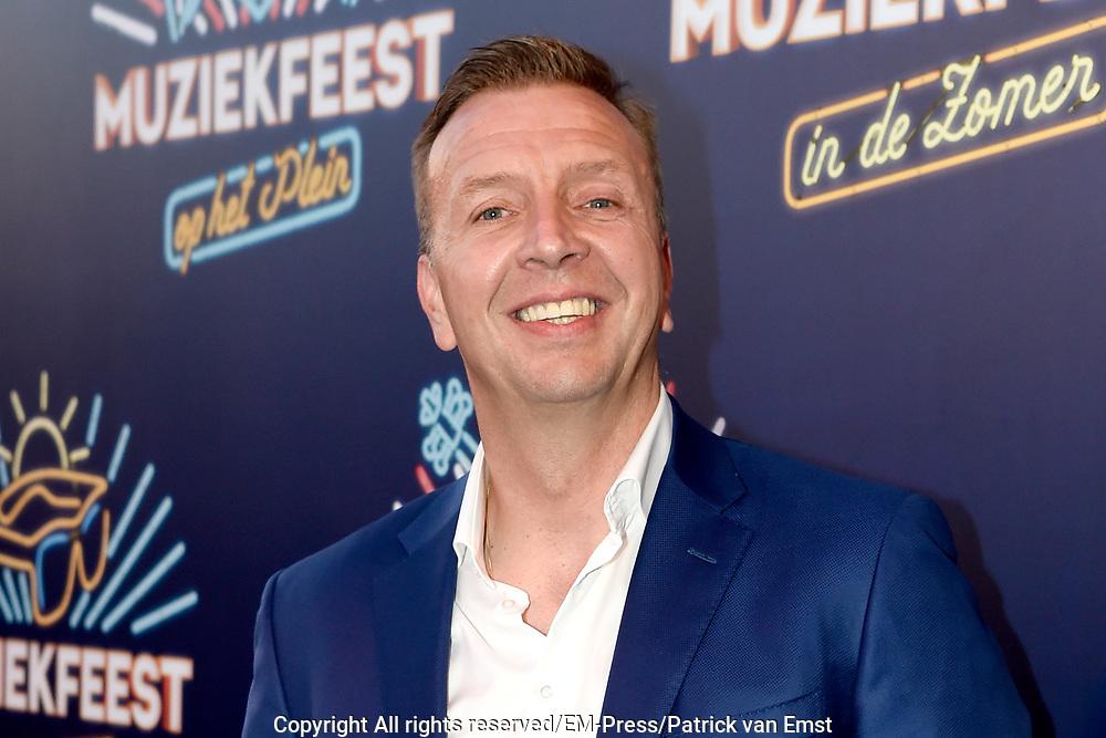Sterren Muziekfeest op het Plein op de Hof in Amersfoort.<br /> <br /> Op de foto:  Jannes - Jannes Wolters