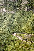 Rodovia SC 438 na Serra do Rio do Rastro. Lauro Müller, Santa Catarina, Brasil. / <br /> Road SC 438 at Rio do Rastro Mountains. Lauro Müller, Santa Catarina, Brazil.