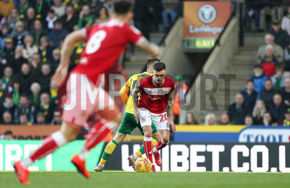 Jamie Paterson of Bristol City on the ball - Mandatory by-line: Arron Gent/JMP - 23/02/2019 - FOOTBALL - Carrow Road - Norwich, England - Norwich City v Bristol City - Sky Bet Championship