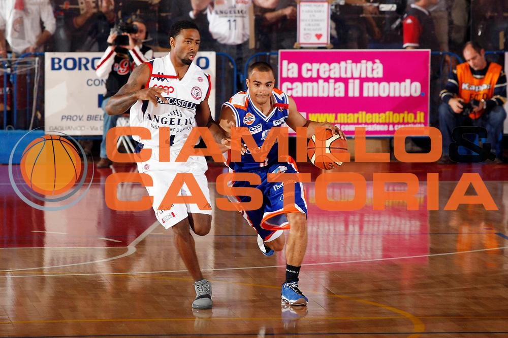 DESCRIZIONE : Biella Lega A1 2007-08 Angelico Biella Tisettanta Cantu<br /> GIOCATORE : DaShaun Wood<br /> SQUADRA : Tisettanta Cantu<br /> EVENTO : Campionato Lega A1 2007-2008<br /> GARA : Angelico Biella Tisettanta Cantu<br /> DATA : 30/09/2007<br /> CATEGORIA : Palleggio<br /> SPORT : Pallacanestro<br /> AUTORE : Agenzia Ciamillo-Castoria/G.Cottini<br /> Galleria : Lega Basket A1 2007-2008<br /> Fotonotizia : Biella Campionato Italiano Lega A1 2007-2008 Angelico Biella Tisettanta Cantu<br /> Predefinita :