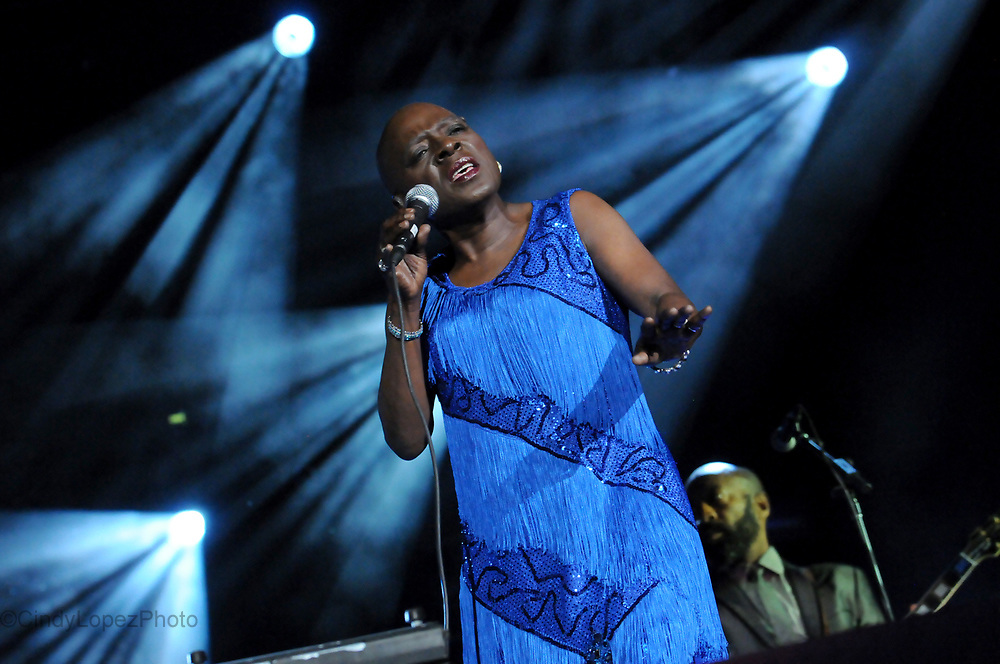 Sharon Jones and the Dap Kings opens the 37th edition of the Montreal Jazz Festival with a dynamic free show at the Quartier des Spectacles. June 2016.(Cult MTL)