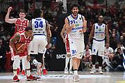 Curtis Jerrels, Michele Vitali<br /> EA7 Emporio Armani Olimpia Milano - Germani Leonessa Basket Brescia<br /> LegaBasket Serie A 2017/2018<br /> Milano, 26/12/2017<br /> Foto M.Ceretti / Ciamillo-Castoria