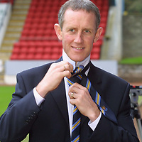 St Johnstone press conference to announce their new Manager Billy Stark.  Trying on his new St Johnstone tie.<br />