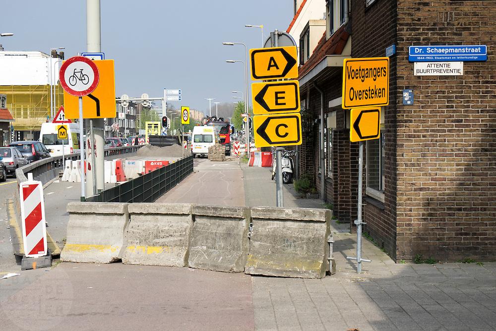 In Utrecht wordt het verkeer omgeleid wegens wegwerkzaamheden.<br /> <br /> In Utrecht, the traffic is diverted because of roadworks.