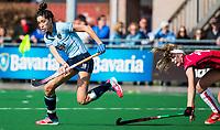 LAREN - Hockey -  Competitie Hoofdklasse Hockey dames : Laren-Oranje Rood (3-1). Naomi van As (Laren) met Yibbi Jansen (Oranje-Rood)   COPYRIGHT KOEN SUYK