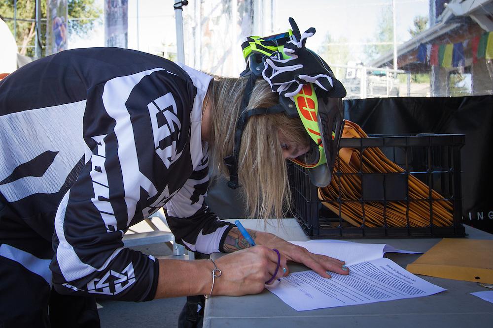 Zoe Taylor (Dirty Riders / Spank Bikes).  © Brian Nelson