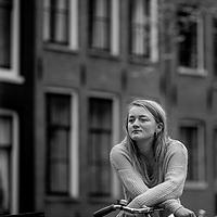 Nederland, Amsterdam, 9 april 2017.<br /> Milou Deelen, het meisje dat Vindicat aanklaagde met een filmpje over slutshaming.<br /> <br /> In de anderhalf jaar dat Milou Deelen lid was van een studentenvereniging werd ze meerdere malen voor &lsquo;hoer&rsquo; of &lsquo;slet&rsquo; uitgemaakt. Ze deelde hierover een video op Facebook, dat binnen een uur meer dan twaalfduizend keer werd bekeken. Op 8 maart, Internationale Vrouwendag, doet Milou Deelen (21) haar beklag over de seksuele moraal bij de studentenvereniging.<br /> <br /> Foto: Jean-Pierre Jans