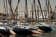 Egypt. Louxor - boats and felouqs on the Nile   Louxor - Egypte    /  bateaux et fellouques sur le nil  Louqsor - Egypt   /  LOUX031