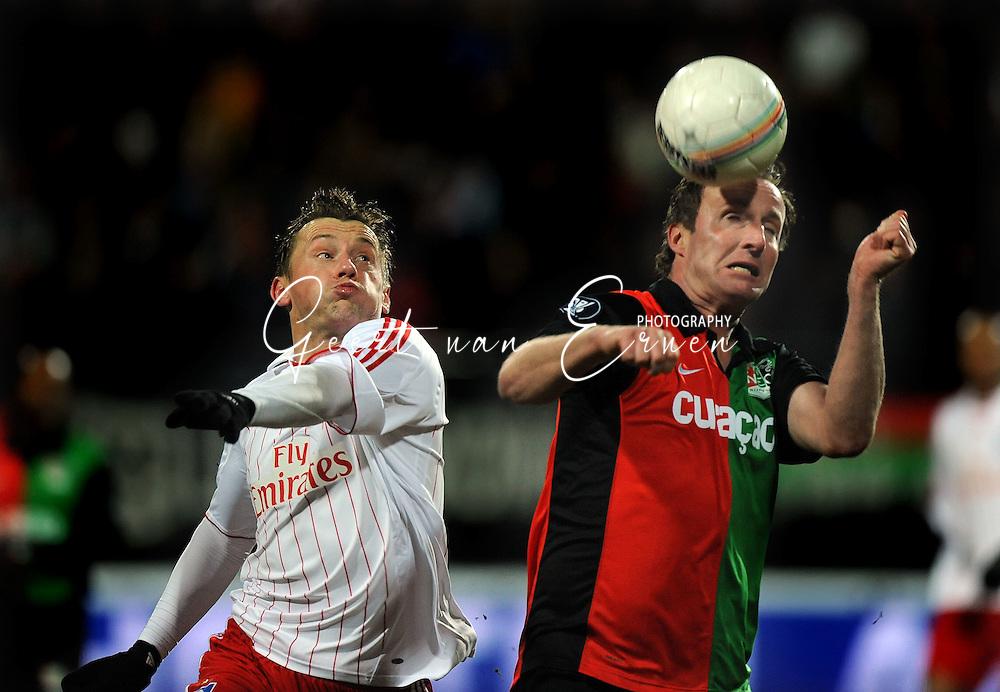 18-02-2009: voetbal: NEC - Hamburger SV: Nijmegen: UEFA Cup<br /> Ivica OLIC (L) en Patrick POTHUIZEN (R)<br /> Fotograf: Geert van Erven