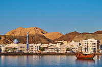 Sultanat d'Oman, Mascate, vieux Mascate, corniche de Mutrah, le fronnt de mer // Sultanate of Oman, Muscat, the corniche of Muttrah, the old town of Muscat, waterfront building