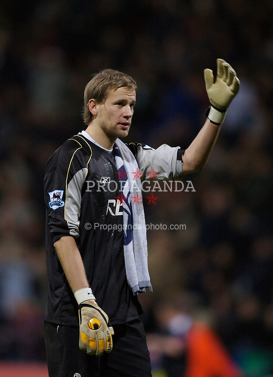 Bolton, England - Wednesday, February 14, 2007: Bolton Wanderers' goalkeeper Jussi Jaaskelainen looks dejected against Arsenal during the FA Cup 4th Round Replay at the Reebok Stadium. (Pic by David Rawcliffe/Propaganda)