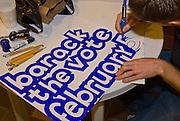 New York  Manhattan  Freiwillige Helfer beim Malen von Barack Obama Plakaten..Fotos © Stefan Falke. Clinton / Obama Kandidatenwahl der Demokraten in den USA.New York Primary 2008