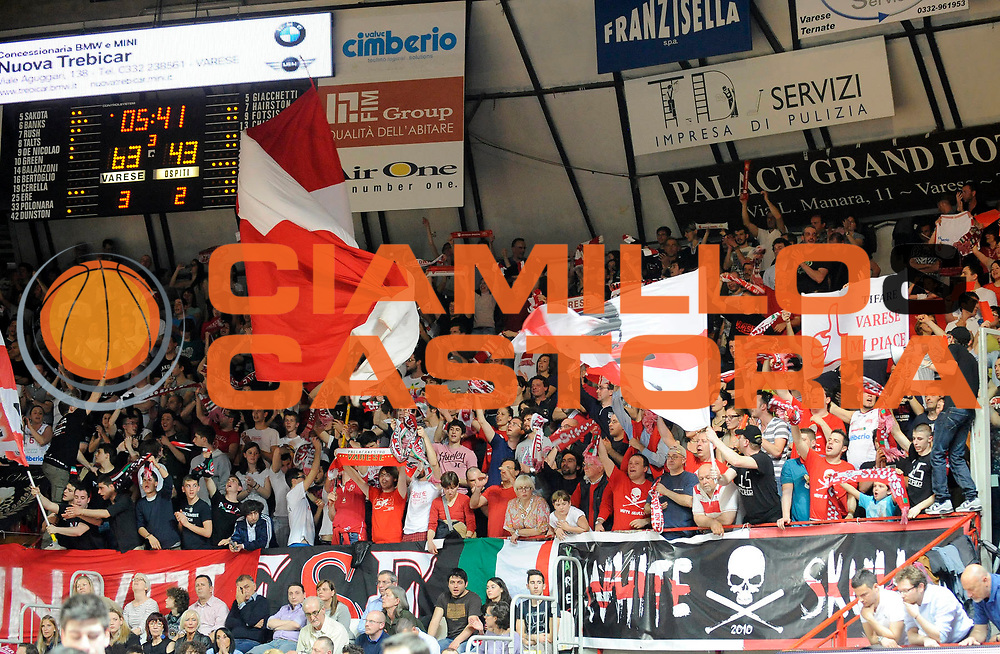 DESCRIZIONE : Varese Lega A 2012-13 Cimberio Varese EA7 Emporio Armani Milano<br /> GIOCATORE : <br /> SQUADRA : Cimberio Varese <br /> EVENTO : Campionato Lega A 2012-2013<br /> GARA :  Cimberio Varese EA7 Emporio Armani Milano<br /> DATA : 14/04/2013<br /> CATEGORIA : Tifosi Supporters<br /> SPORT : Pallacanestro<br /> AUTORE : Agenzia Ciamillo-Castoria/A.Giberti<br /> Galleria : Lega Basket A 2012-2013<br /> Fotonotizia : Varese Lega A 2012-13 Cimberio Varese EA7 Emporio Armani Milano<br /> Predefinita :