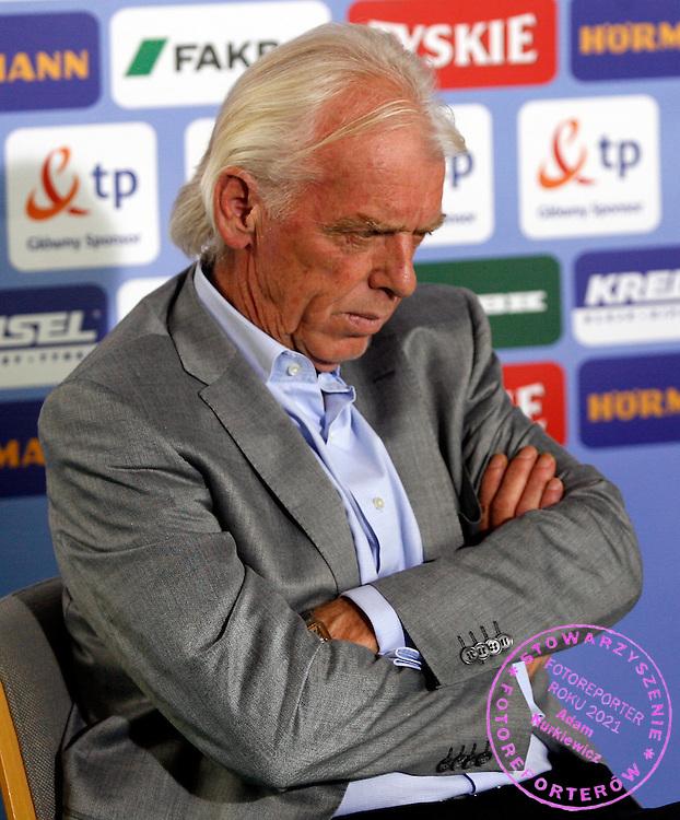 BAD WALTERSDORF 17/06/2008.POLAND - NATIONAL TEAM.EURO 2008.PRESS CONFERENCE.POLAND MANAGER LEO BEENHAKKER.FOT. PIOTR HAWALEJ / WROFOTO