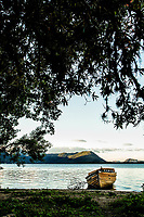 Barco na Costa da Lagoa. Florianópolis, Santa Catarina, Brasil. / Boat on the beach at Costa da Lagoa. Florianopolis, Santa Catarina, Brazil.