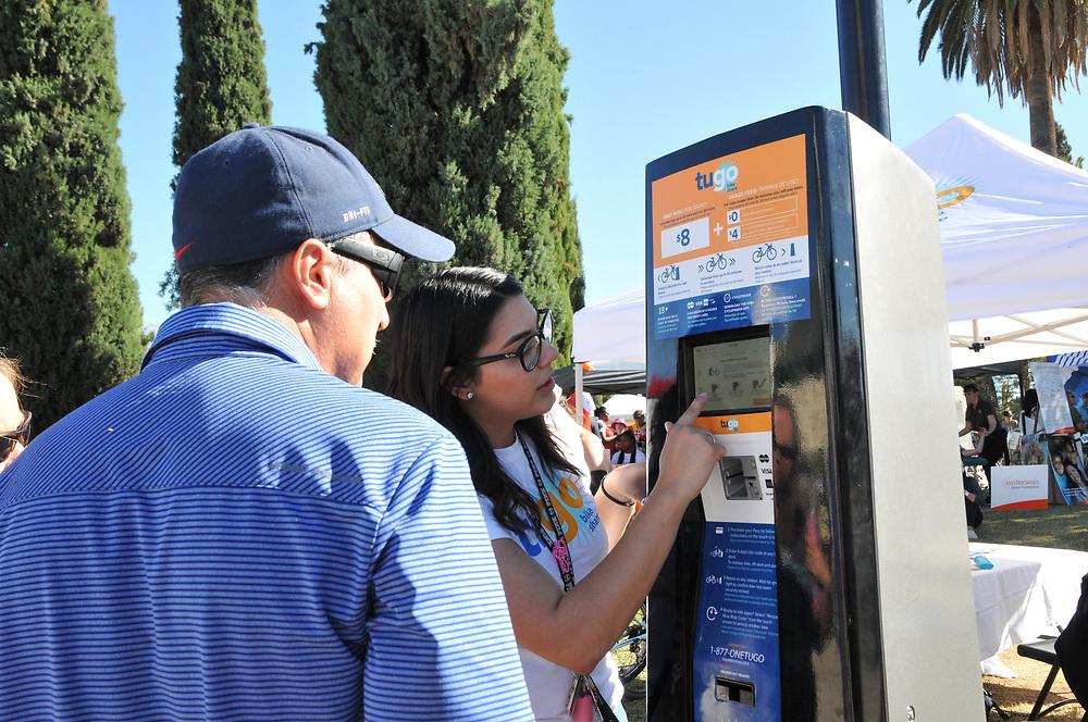 Demonstrating Tugo Bike Share rental procedure during El Tour de Tucson 2017.