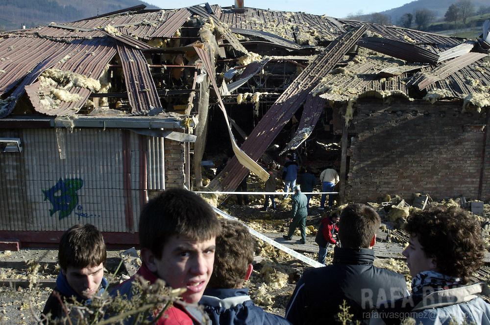 A group of children stand, 22 December 2005 next to the remains of the Bordatxo disco following an explosion late 21 December 2005 in the northern Spanish village of Santesteban, causing no injuries, after a warning call in the name of Basque separatist armed group ETA to a Basque journal. PHOTO RAFA RIVAS