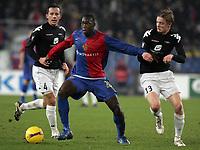 Brann Bergens Cato Guntveit und Erik Huseklepp gegen Basels Felipe Caicedo © Giuseppe Esposito/EQ Images