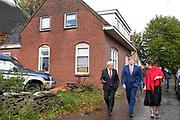 De Koning bezoekt in Kloosterburen, gemeente De Marne, de co&ouml;peratie Klooster&amp;Buren waarin de vijf dorpen Kloosterburen, Molenrij, Kleine Huisjes, Kruisweg en Hornhuizen zijn vertegenwoordigd. Het doel van de co&ouml;peratie is versterking van de leefbaarheid in het gebied door zorg, wonen en natuur- en cultuurbehoud duurzaam met elkaar te verbinden. <br /> <br /> In Kloosterburen, municipality De Marne, De Koning visits the cooperative Klooster &amp; Buren in which the five villages Kloosterburen, Molenrij, Kleine Huisjes, Kruisweg and Hornhuizen are represented. The aim of the cooperative is to strengthen the quality of life in the area by permanently connecting care, housing and nature and cultural preservation.