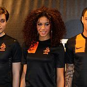 NLD/Amsterdam/20120223 - Presentatie nieuwe uit teneu Nederlands Elftal 2012 / 2013, Nalden, Nathalie La Rose, Gregory van der Wiel