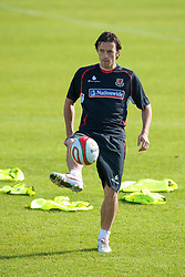 CARDIFF, WALES - Friday, October 10, 2008: Wales' Simon Davies during training at the Vale of Glamorgan Hotel ahead of the 2010 FIFA World Cup South Africa Qualifying Group 4 match against Liechtenstein. (Photo by David Rawcliffe/Propaganda)