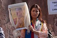 Roma 22 Ottobre 2011.Marcia Internazionale per la Libertà dei popoli Birmano, Iraniano, Tibetano, Uyghuro.Manifestante con il ritratto del Daila Lama.Rome October 22,2011.Marcia International Freedom of the people of Burma, Iran, Tibetan, Uyghur