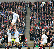 Twickenham, GREAT BRITAIN,  Steve BOTYHWICK, passes the line out ball on, during the Investic Challenge Series, England vs New Zealand, Autumn International at Twickenham Stadium, Surrey on Saturday  21/11/2009   [Photo, Peter Spurrier/Intersport-images]