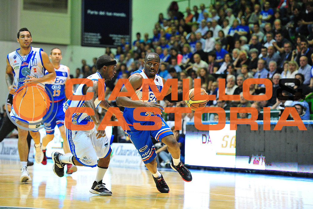 DESCRIZIONE : Campionato 2013/14 Quarti di Finale GARA 1 Dinamo Banco di Sardegna Sassari - Enel Brindisi<br /> GIOCATORE : Michael Umeh<br /> CATEGORIA : Palleggio Penetrazione<br /> SQUADRA : Enel Brindisi<br /> EVENTO : LegaBasket Serie A Beko Playoff 2013/2014<br /> GARA : Dinamo Banco di Sardegna Sassari - Enel Brindisi Quarti Gara1<br /> DATA : 19/05/2014<br /> SPORT : Pallacanestro <br /> AUTORE : Agenzia Ciamillo-Castoria / M.Turrini<br /> Galleria : LegaBasket Serie A Beko Playoff 2013/2014<br /> Fotonotizia : DESCRIZIONE : Campionato 2013/14 Quarti di Finale GARA 1 Dinamo Banco di Sardegna Sassari - Enel Brindisi<br /> Predefinita :