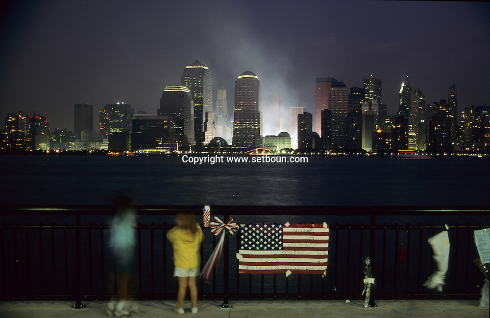New York. 9/11 The destroyed skyline after the terrorist attack  on the world trade center towers in Manhattan. New york   /   9 septembre, Le skyline detruit, apres l attaque terroriste sur les tours du world trade center a Manhattan,   New york  USA