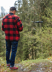THEMENBILD - ein Mann steht im Wald und steuert eine Drohne, aufgenommen am 28. April 2019, Kaprun, Österreich // a man standing in the woods driving a drone on 2019/04/28, Kaprun, Austria. EXPA Pictures © 2019, PhotoCredit: EXPA/ Stefanie Oberhauser