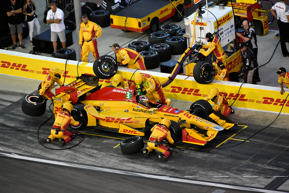 Verizon IndyCar Series<br /> Desert Diamond West Valley Phoenix Grand Prix<br /> Phoenix Raceway, Avondale, AZ USA<br /> Saturday 29 April 2017<br /> Ryan Hunter-Reay, Andretti Autosport Honda pit stop<br /> World Copyright: Scott R LePage<br /> LAT Images<br /> ref: Digital Image lepage-170429-phx-3568